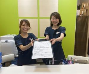 静岡静脈瘤クリニック 横井さんと市川さん 受付 写真 2020年6月2日
